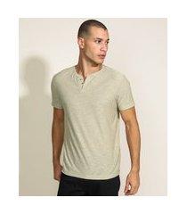 camiseta masculina básica manga curta gola portuguesa bege