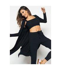 look salvatore comfy com kimono, top faixa e jogger canelado preto