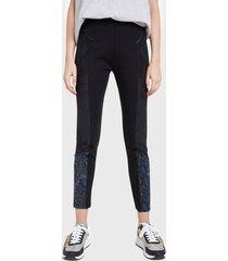 pantalón desigual negro - calce ajustado