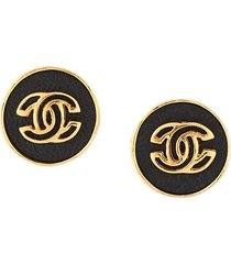 chanel pre-owned 2003 embossed cc button earrings - gold