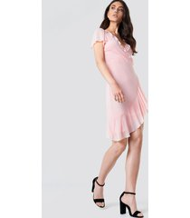 kristin sundberg for na-kd asymmetric frill mesh dress - pink