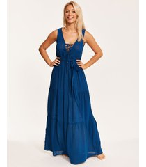 brisbane lace up maxi dress