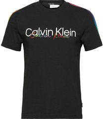 pride reg fit crew tee t-shirts short-sleeved svart calvin klein