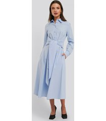 na-kd trend tie front shirt dress - blue