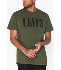 levis relaxed graphic tee 90s serif t-shirts & linnen green