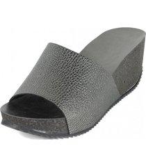 sandalia cuero arrugado asfalto nara