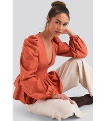 na-kd boho v-neckline balloon sleeve blouse - orange