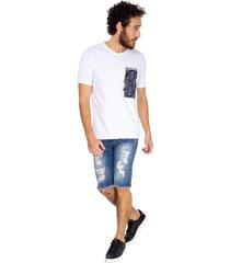 camiseta masculina estampa caveiras branco - branco - masculino - dafiti