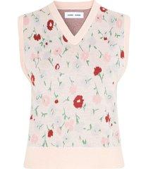 ina vest in pink garden