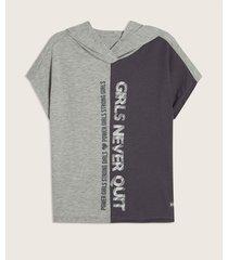 camiseta con capota y screen