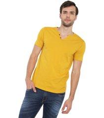 camiseta con botones de hombre licrada - mostaza polovers