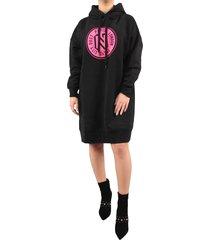 nikkie logo hoodie dress zwart