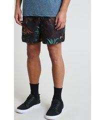short masculino estampado de folhagem com bolsos preto