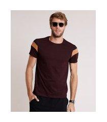 camiseta masculina slim com recortes manga curta gola careca vinho