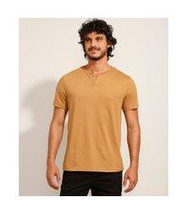 camiseta masculina básica manga curta gola portuguesa bege escuro