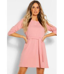 loshangende jurk met driekwarts mouwen en ceintuur, blush