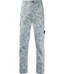 stone island camouflage print cargo trousers - blue