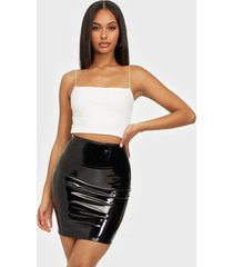 nly one patent short skirt minikjolar svart