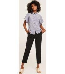 pantalón clásico con bolsillos diagonales-10