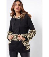 bolsillo de canguro con estampado de leopardo esponjoso informal negro capucha