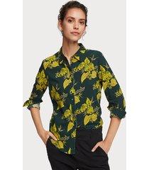 maison scotch 156032 fitted cotton viscose shirt. groen
