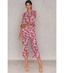 na-kd flared culotte pants - pink,multicolor