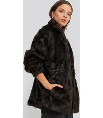 na-kd trend drawstring faux fur jacket - brown