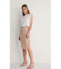 na-kd recycled ribbad kjol med slits - beige