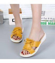 pantofole piatte con nappe in nappa e nappa