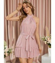 mini vestido sin mangas con cuello halter y diseño de cinturón yoins