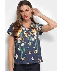 camiseta lança perfume justa estampada gola v feminina