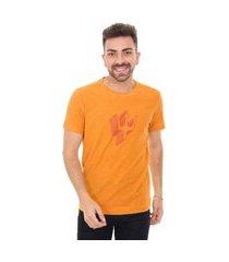 camiseta osklen masculina slim rough tridente shadow mostarda