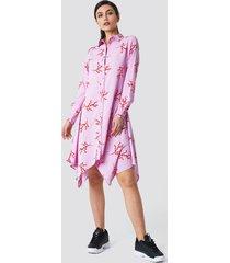 na-kd asymmetric midi shirt dress - pink,multicolor