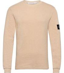 monogram badge waffle ls tee stickad tröja m. rund krage creme calvin klein jeans