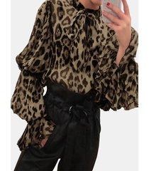camicetta collo con cravatta a farfalla leopardata a maniche lunghe a lanterna