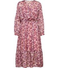 vanja dress knälång klänning rosa unmade copenhagen