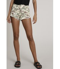 short de sarja feminino estampado camuflado cintura alta com barra desfiada verde claro