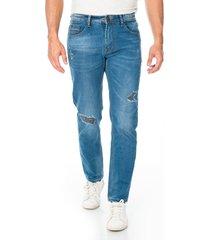 jean para hombre corte clásico con diseño de parches desgastados