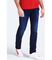 jeansy z efektem znoszenia