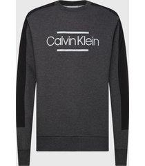 polerón calvin klein mix media logo sweatshirt gris - calce regular