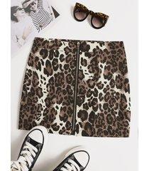 minifalda con cremallera de leopardo en la parte delantera