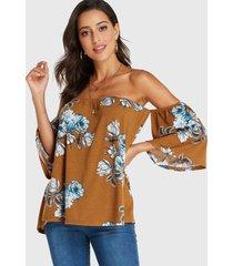 yoins camiseta marrón con hombros descubiertos y estampado floral al azar