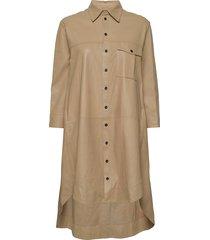 chili thin leather dress knälång klänning beige mdk / munderingskompagniet