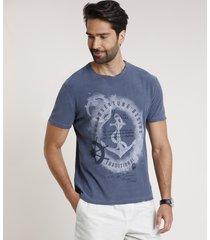"camiseta masculina ""adventure"" âncora manga curta gola careca azul"