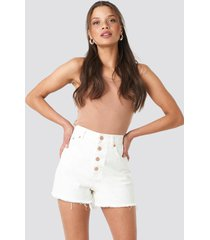 na-kd high waist raw hem denim shorts - white