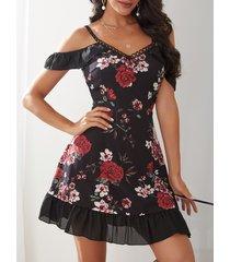dobladillo con volantes y hombros descubiertos con estampado floral al azar en negro vestido