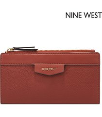 cartera nine west  cara slim zip organizer- rojo