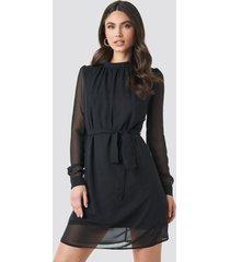 na-kd high neck belted chiffon dress - black