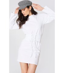 na-kd belted detail dress - white