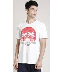 "camiseta masculina ""closed for vacation"" manga curta gola careca off white"